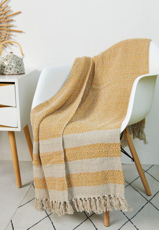 بطانية مزينة بشراشيب