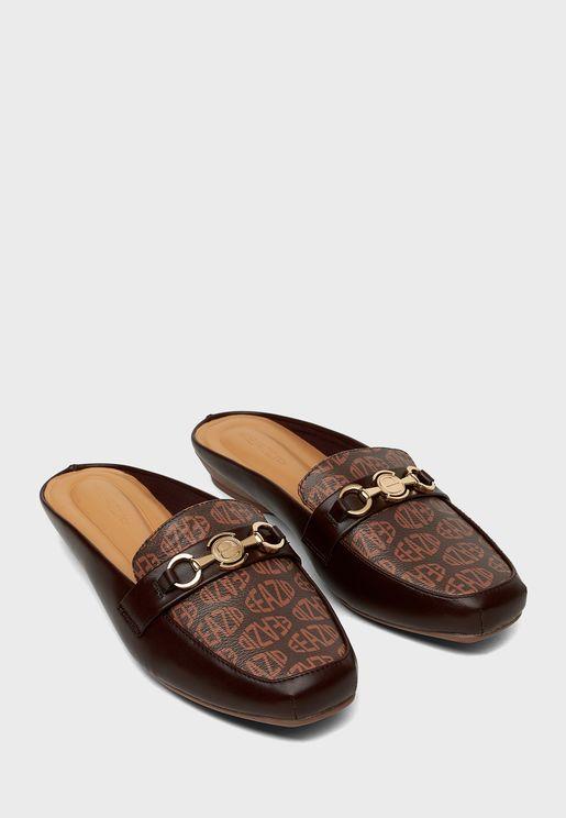 حذاء بابزيم معدني