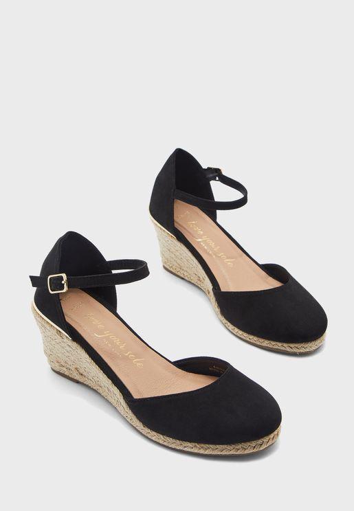 حذاء بكعب ويدج متوسط الارتفاع