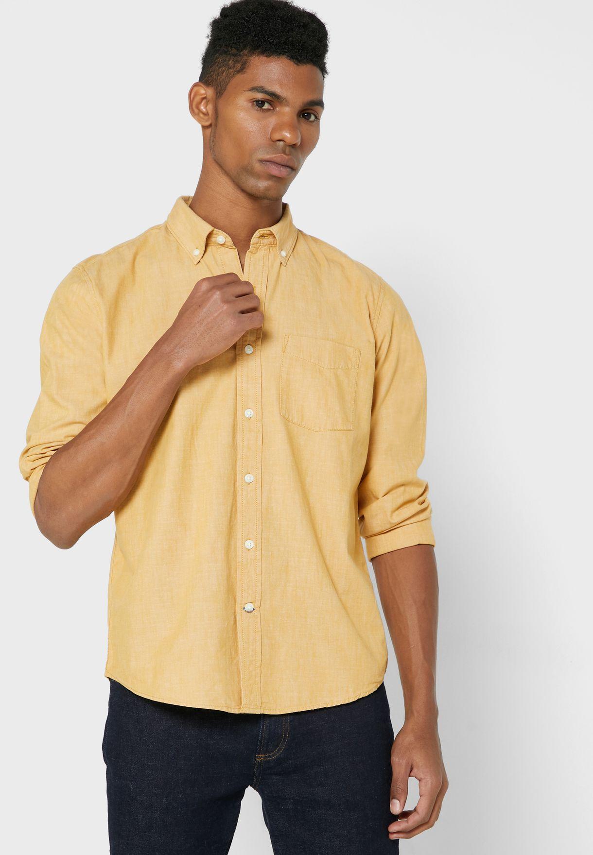 قميص بياقة دائرية وازرار