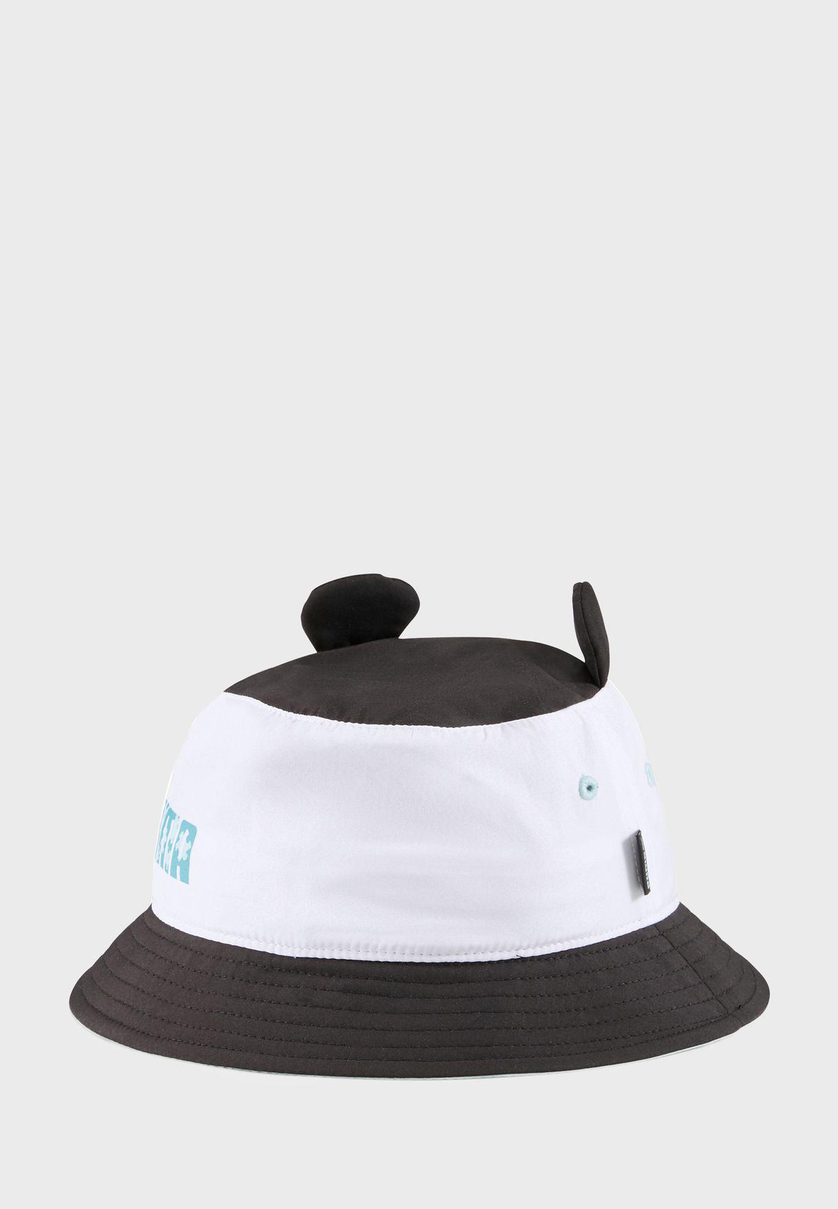 قبعة بأذنين