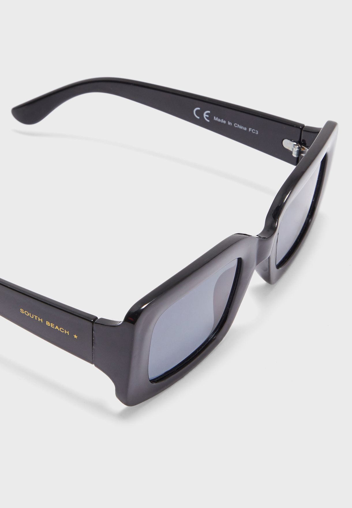 نظارة شمسية مربعة