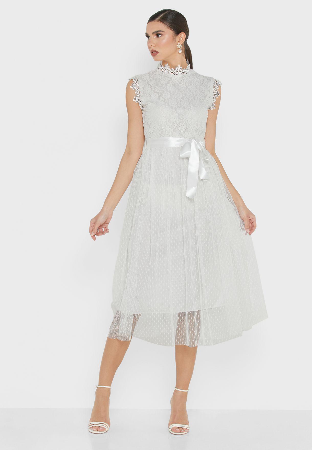 فستان تول مزين بدانتيل