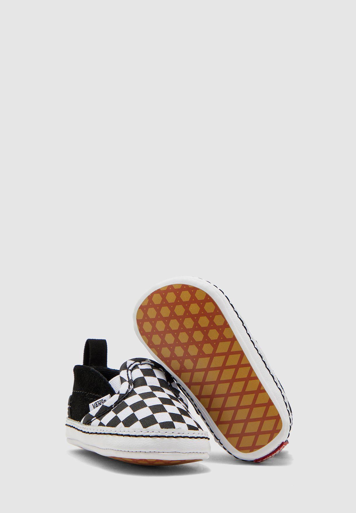 حذاء بيبي بطبعات مربعات