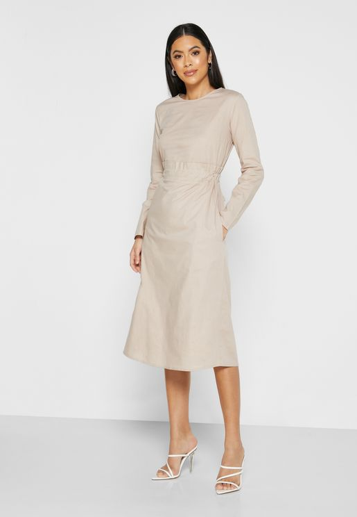 فستان بأربطة خلفية
