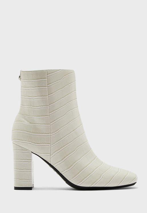 Sardo9X93 Textured Mid-Heel Ankle Boots
