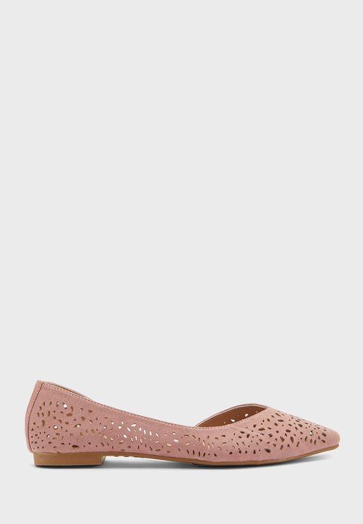 حذاء فلات بفتحات