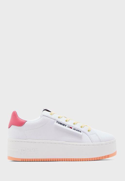 Label Icon Low Top Sneaker - 0K4