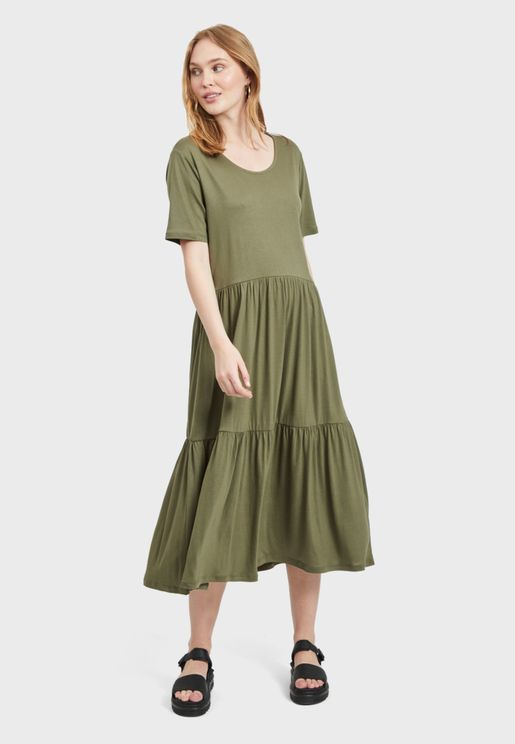 Tiered Hem Pleated Dress
