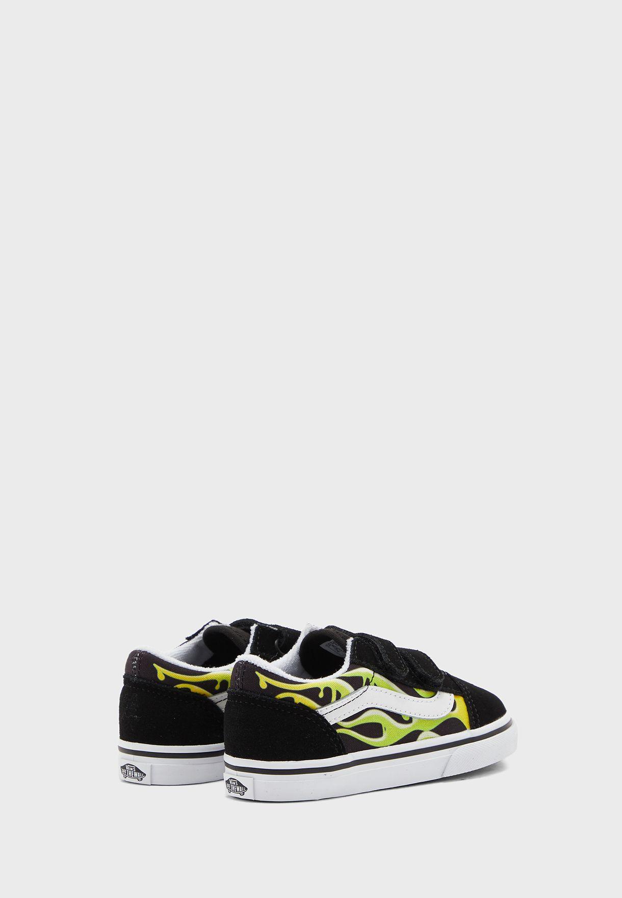 حذاء بشريطيان فلكرو