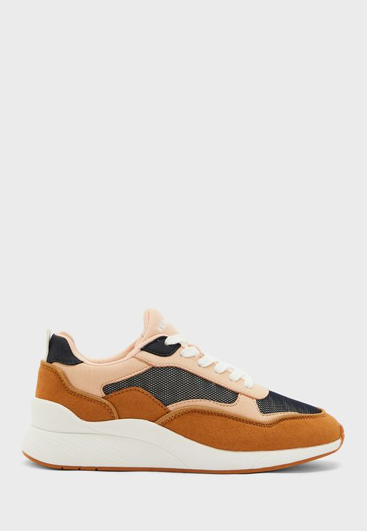Linea Low Top Sneaker