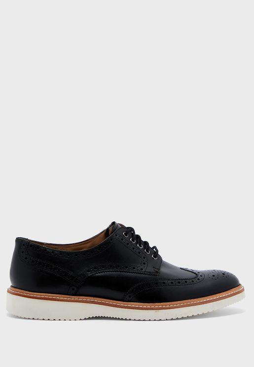 حذاء بروغ باربطة