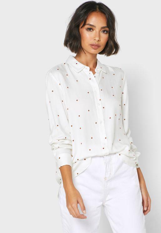 قميص بنقاط مطرزة