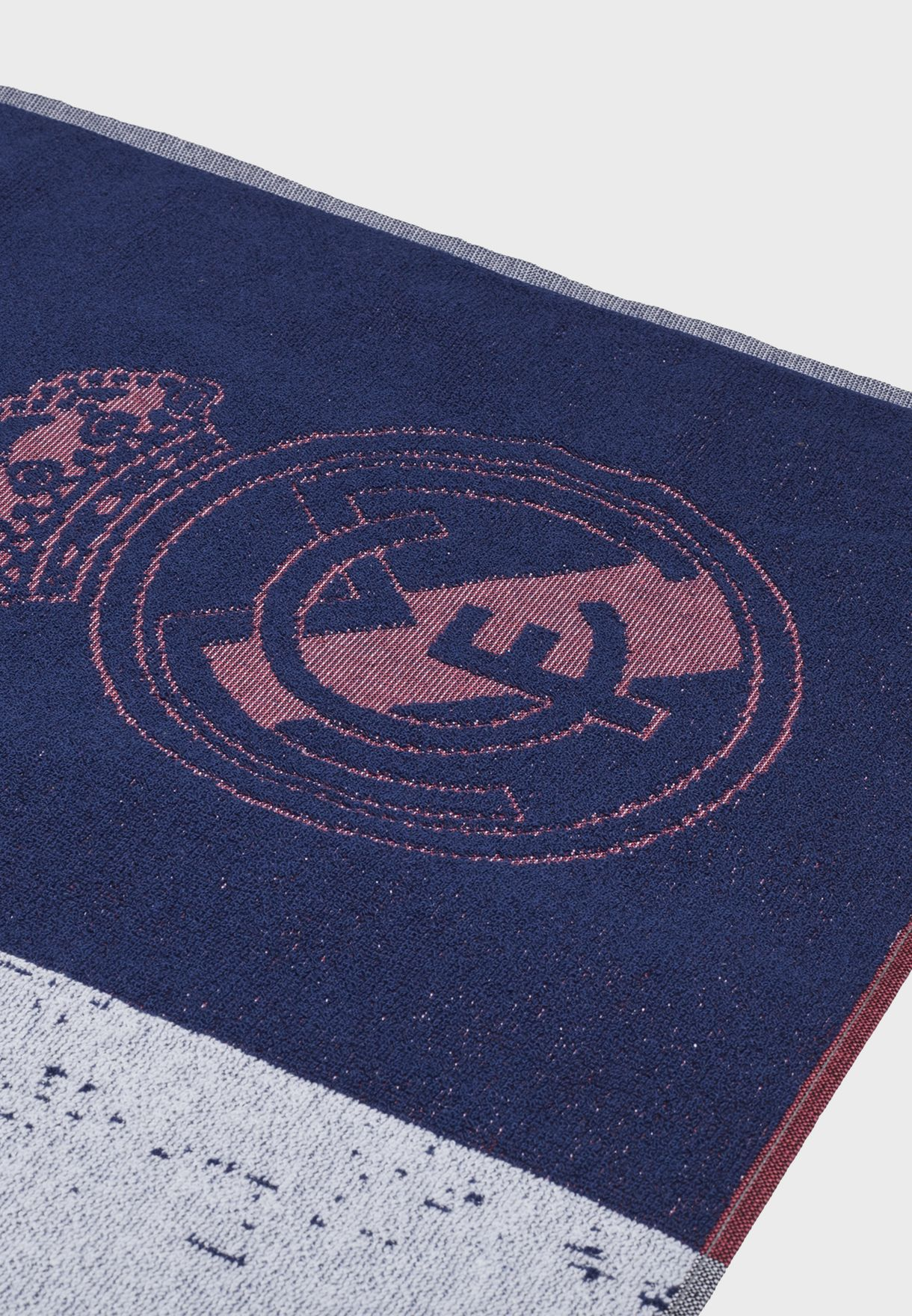 منشفة بشعار ريال مدريد