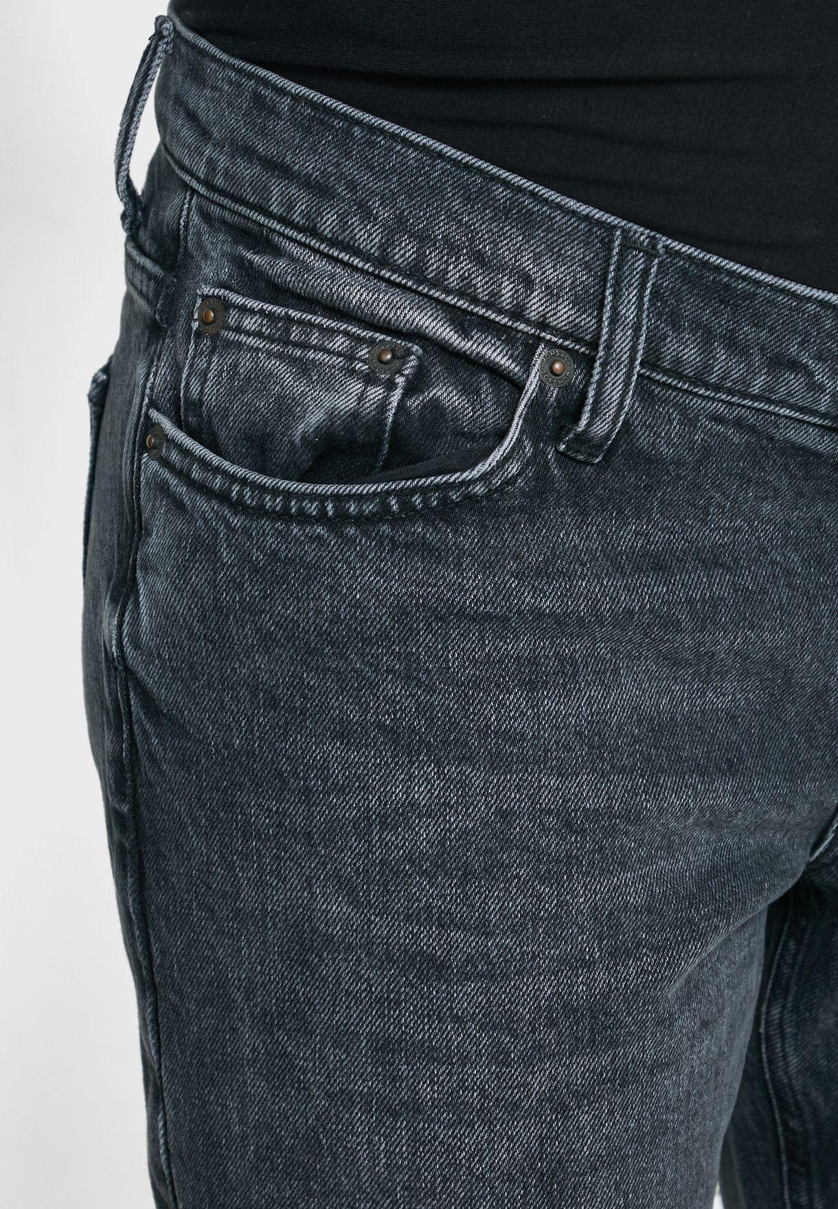 جينز بقصة ارجل مستقيمة