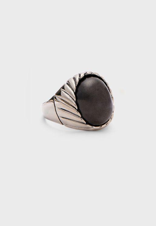 خاتم مزين بحجر