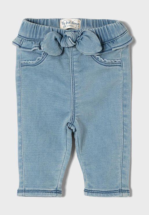 جينز مزين بفيونكة