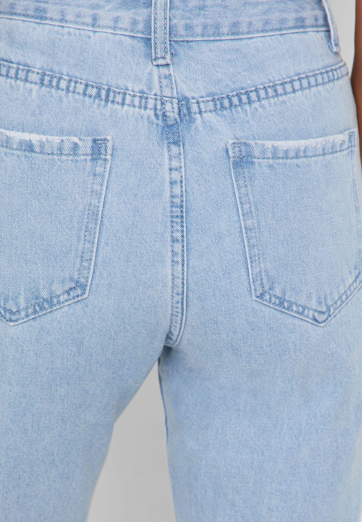 جينز بحواف غير مدروزة