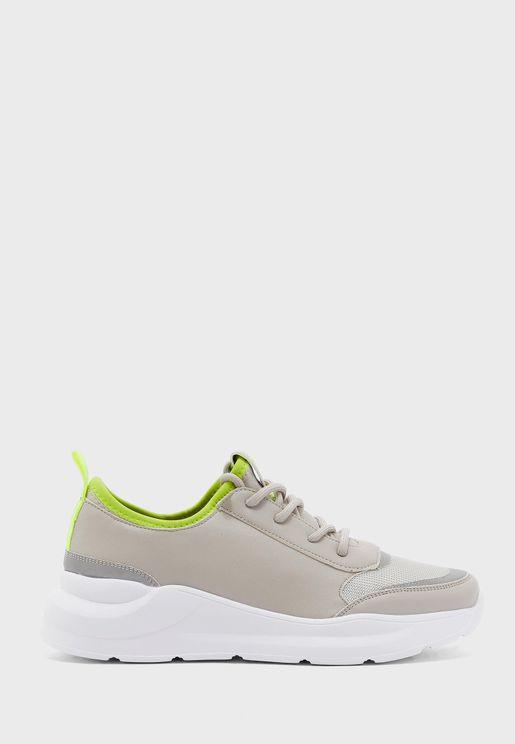 Bolt Low Top Sneaker