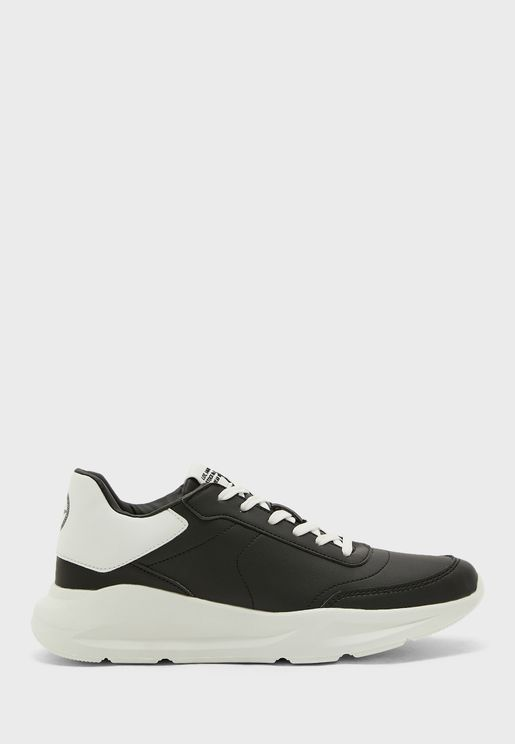 Chunky Runner Sneaker