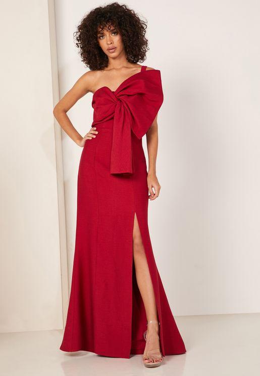 فستان مزين بفيونكة