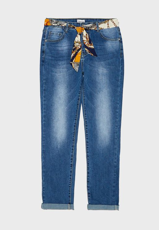 جينز مزين بوشاح