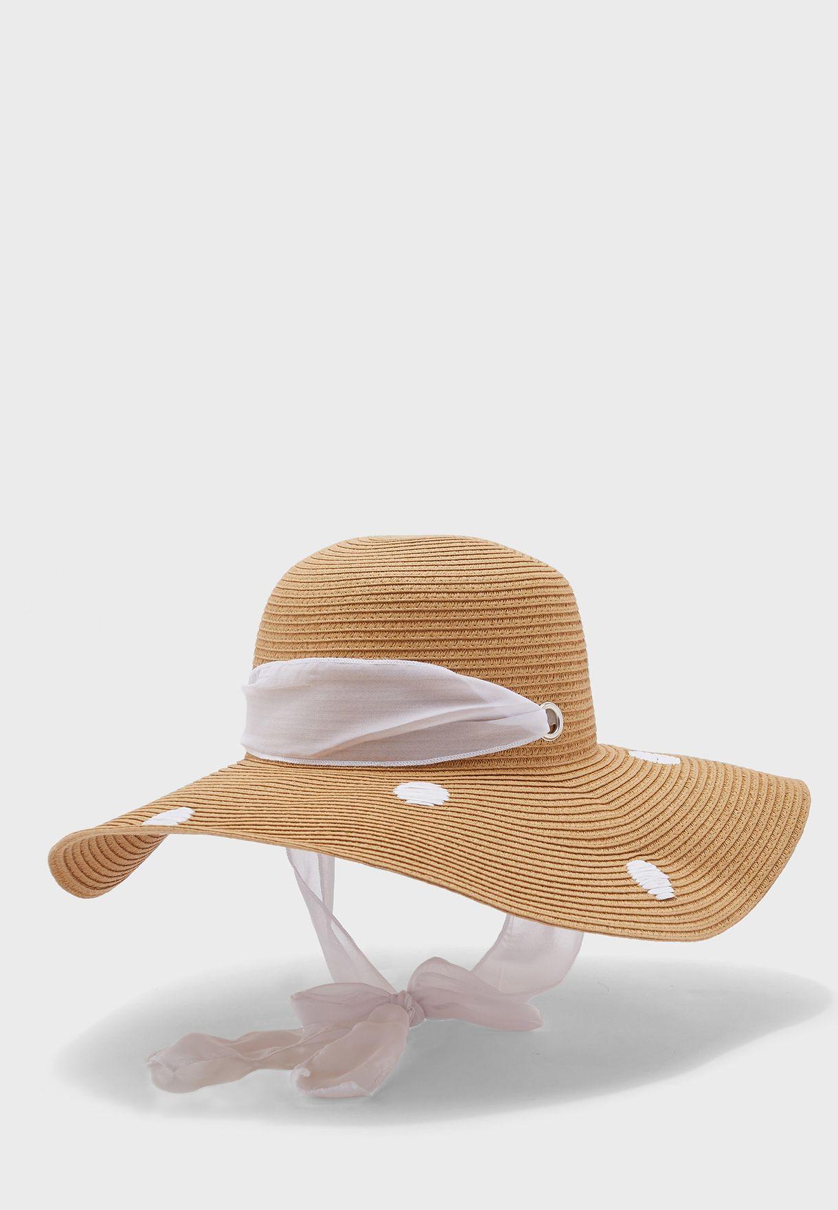 قبعة قش بطبعة نقاط بولكا