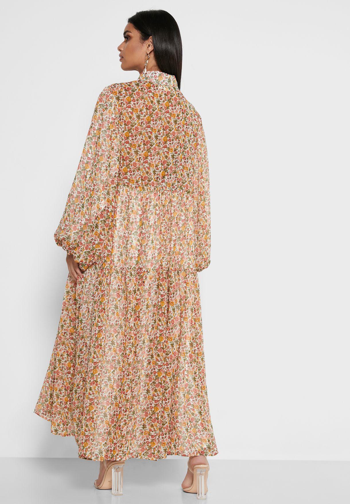 فستان بطبعات ورود واكمام منفوشة