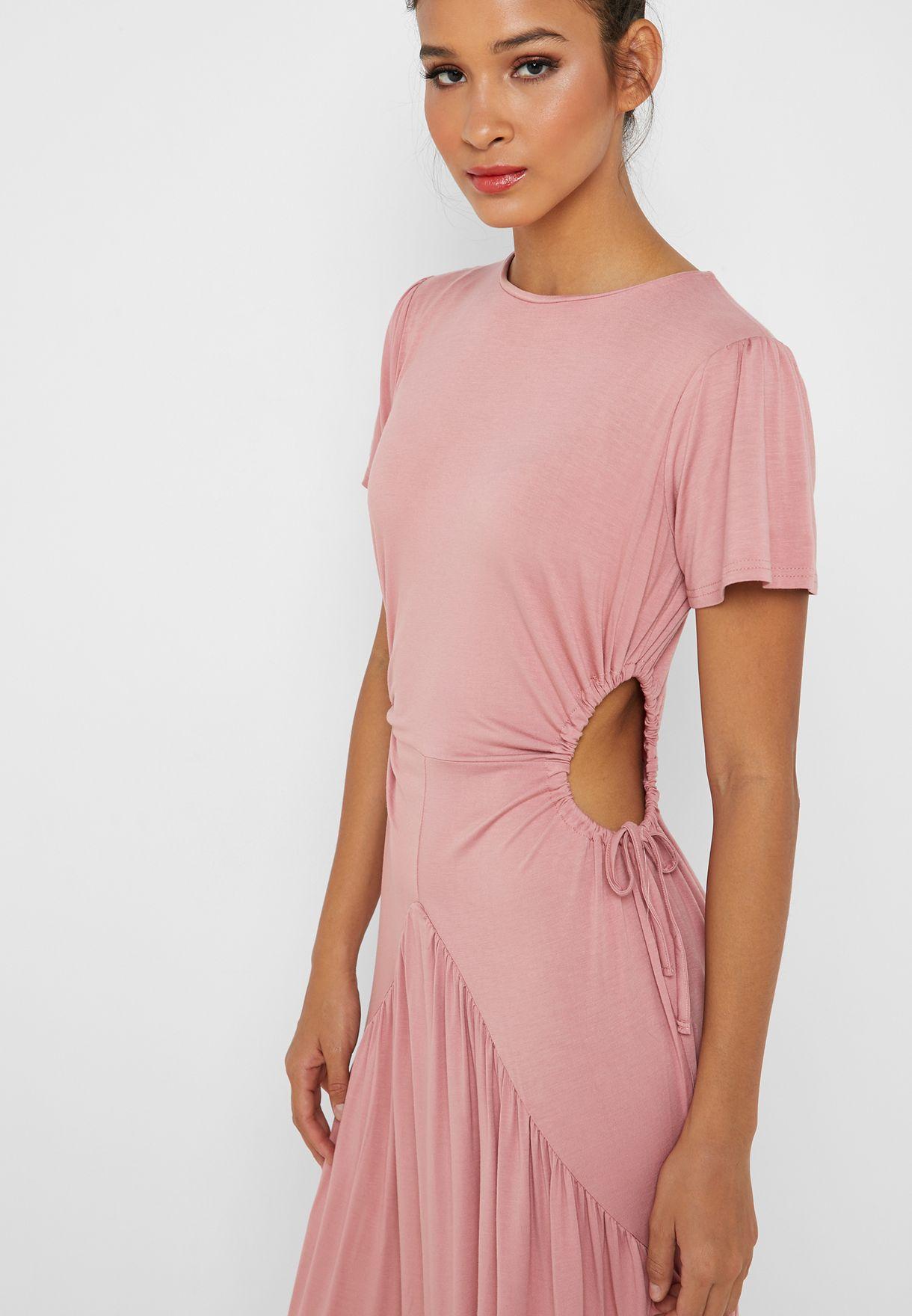 فستان بأجزاء مزمومة وفتحات جانبية