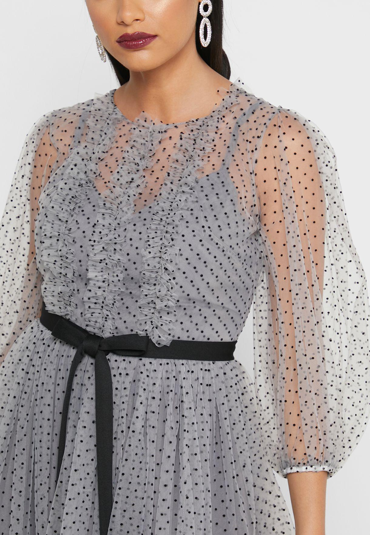 فستان مزين بكشكش