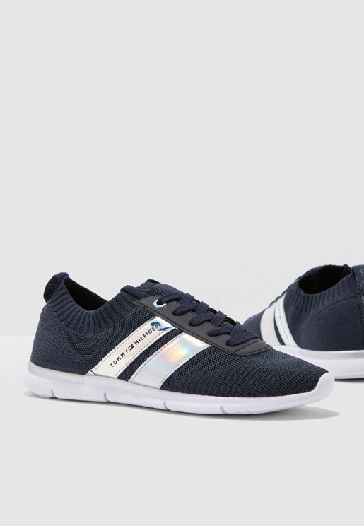 Corporate Detail Light Sneaker