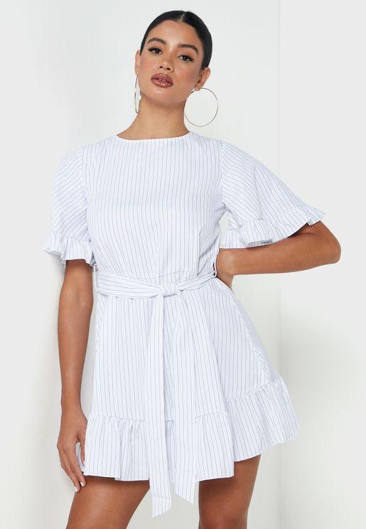فستان بأطراف مكشكشة وحزام خصر
