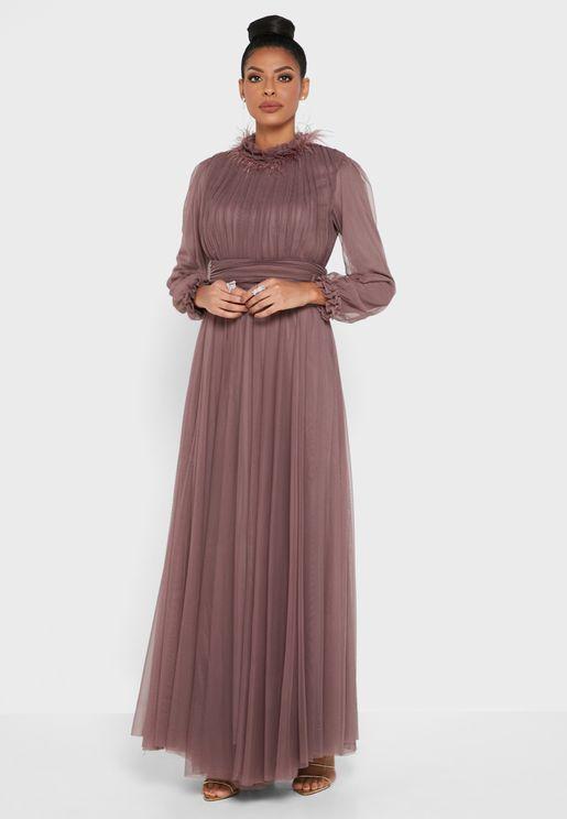 فستان مزموم عند الخصر