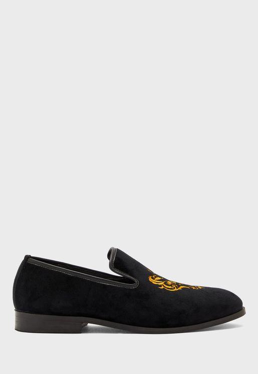 حذاء مطرز كاجوال
