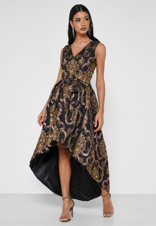 فستان مطبع بحواف متباينة الطول