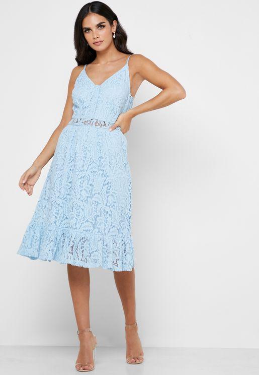 فستان بأزرار وحمالات كتف
