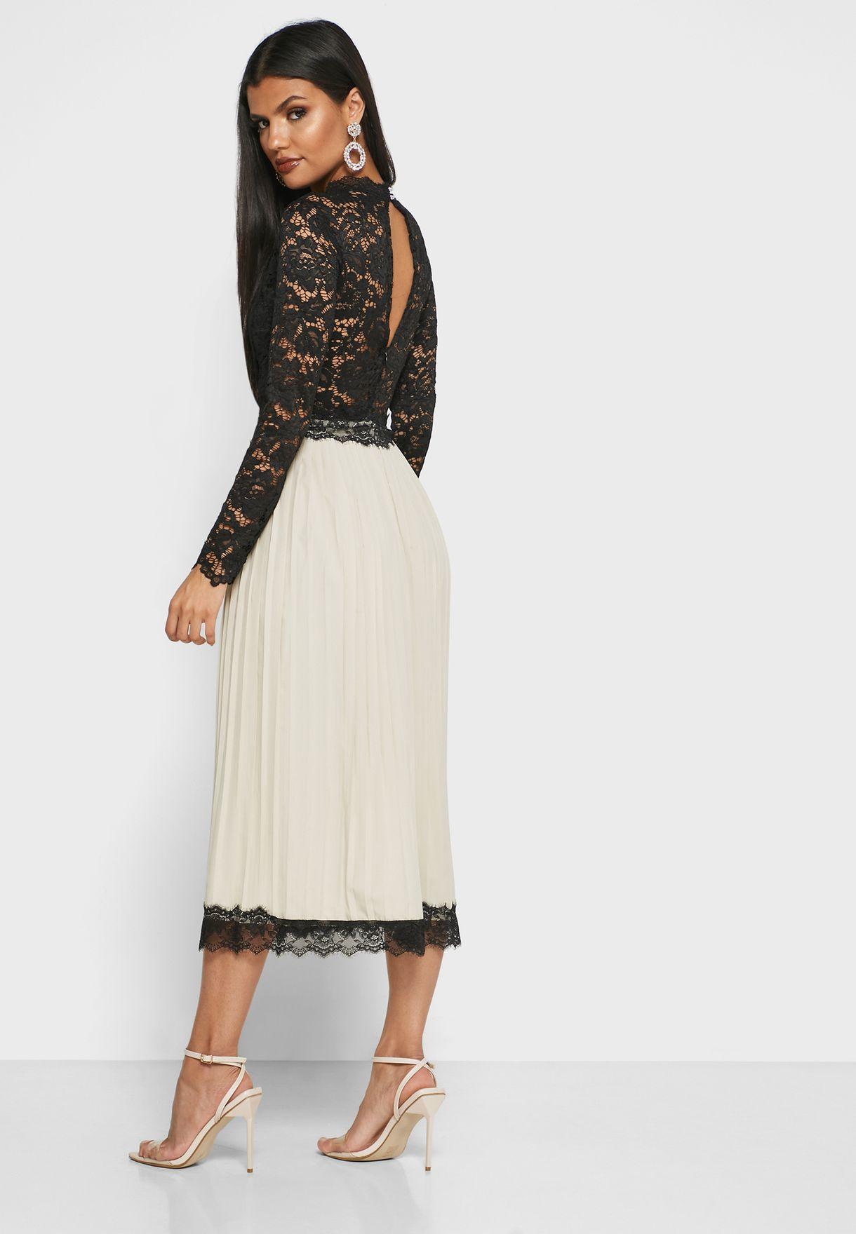 فستان ميدي بأجزاء دانتيل