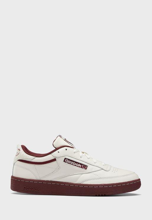 حذاء من مجموعة فالنتاينز