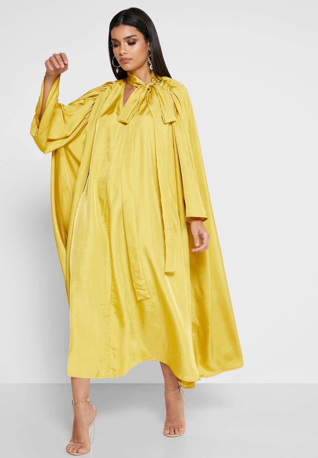 فستان بطيات واربطة على الياقة