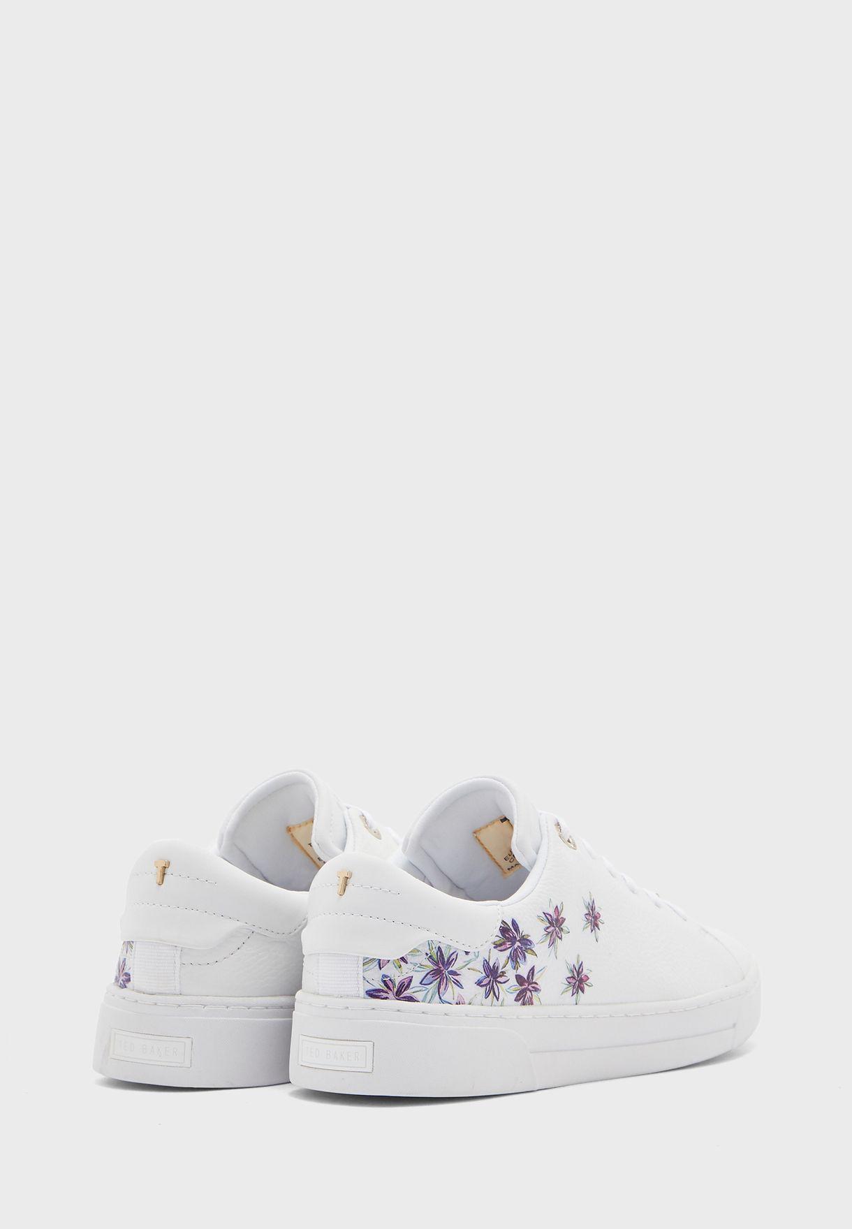 حذاء سنيكرز مزين بطباعة ازهار
