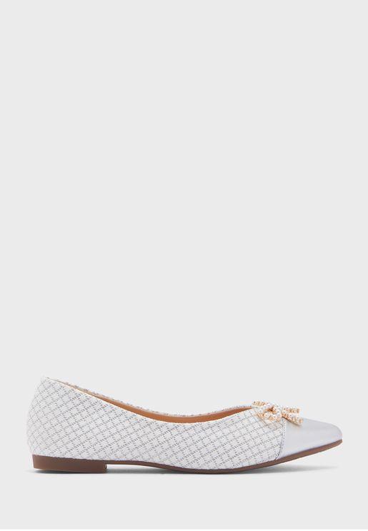 حذاء فلات بلآلئ واصابع مدببة