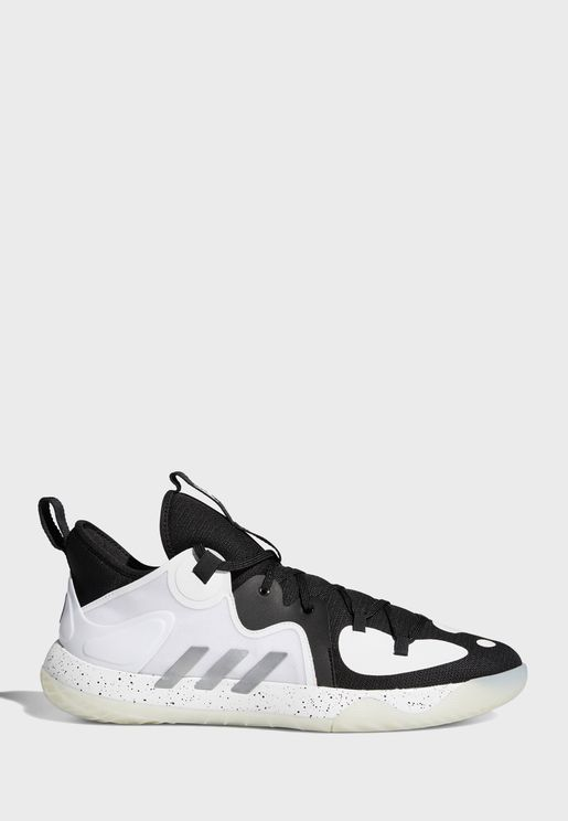 حذاء من مجموعة جيمس هاردن