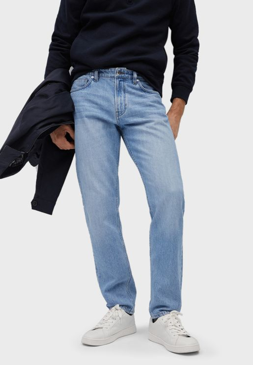 بنطال جينز بقصة مستقيمة