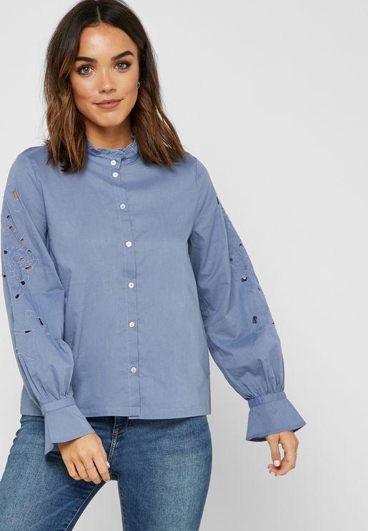 قميص بأكمام واسعة