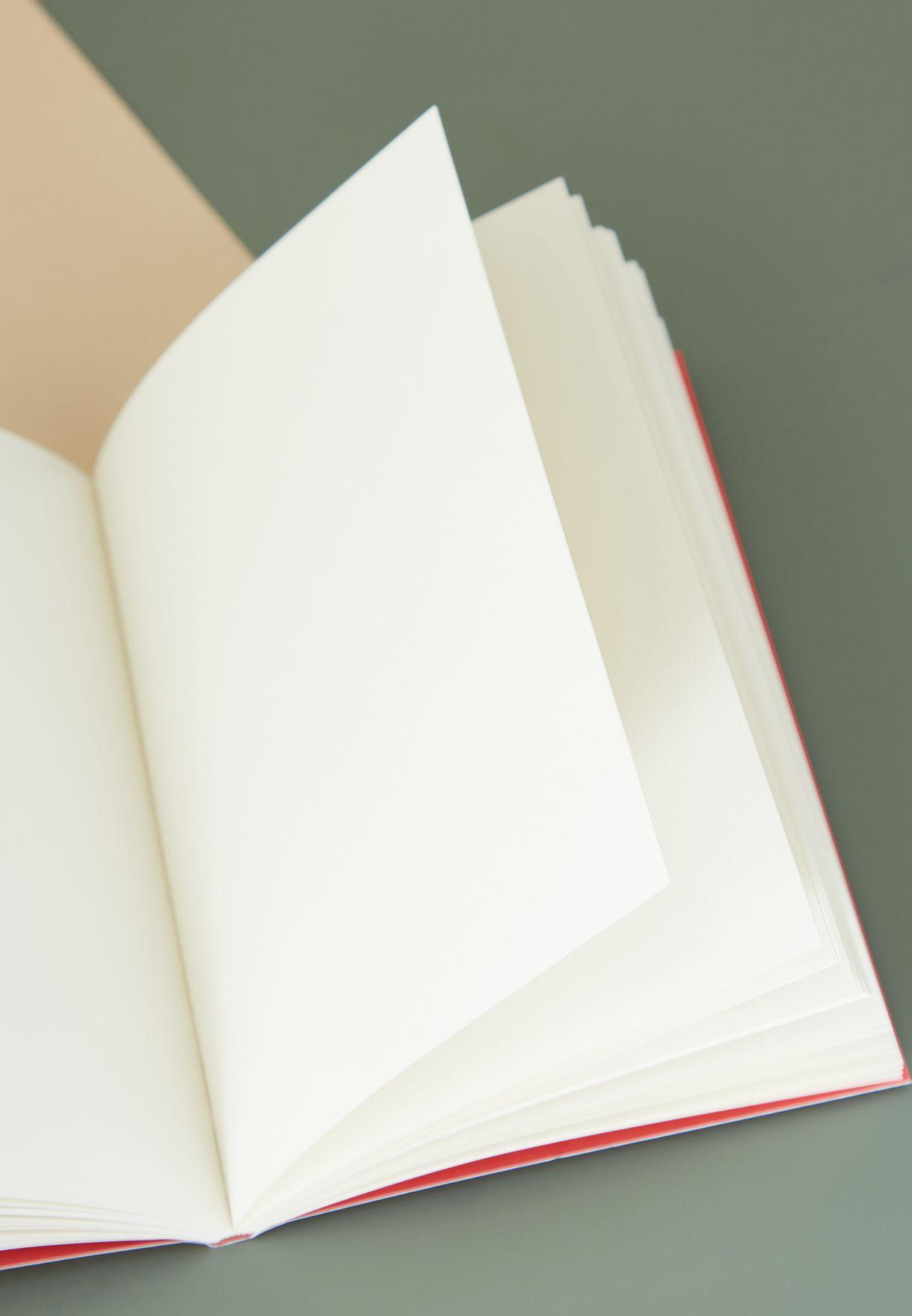 دفتر ملاحظات مزين بحرف N