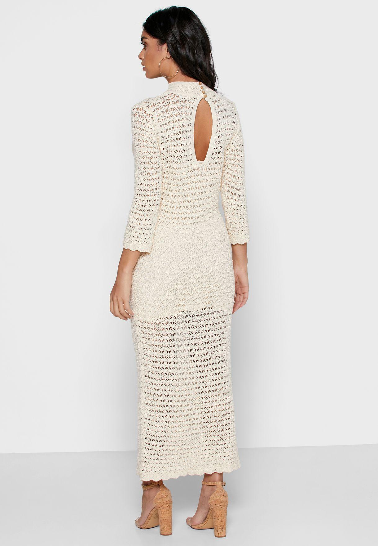 فستان كروشيه بياقة عالية
