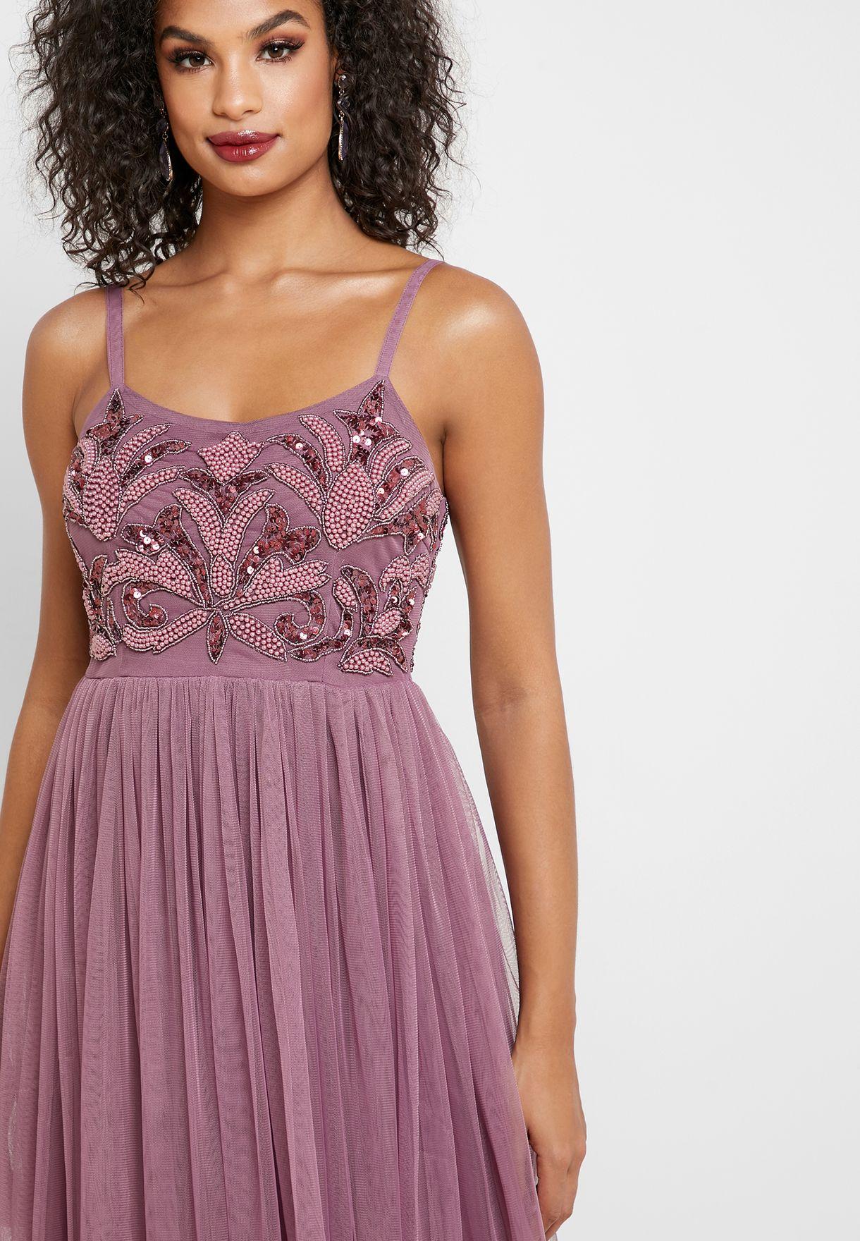 فستان مطرز بالترتر والخرز