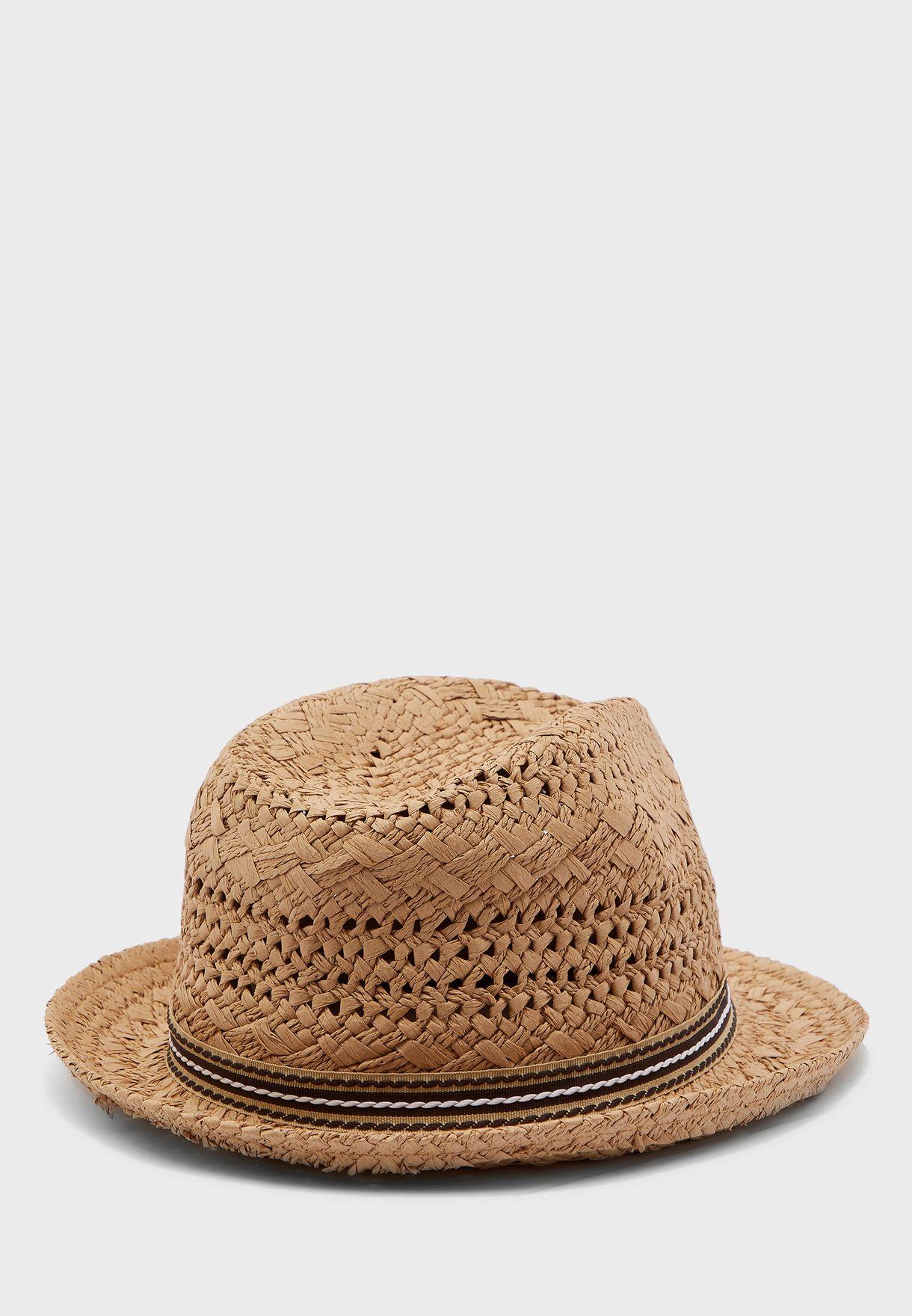 قبعة عصرية انيقة