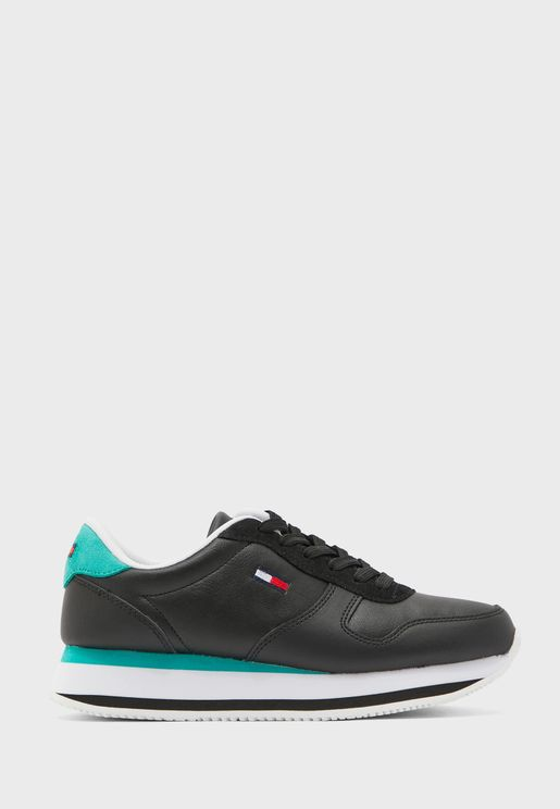 Flatform Essential Low Top Sneaker