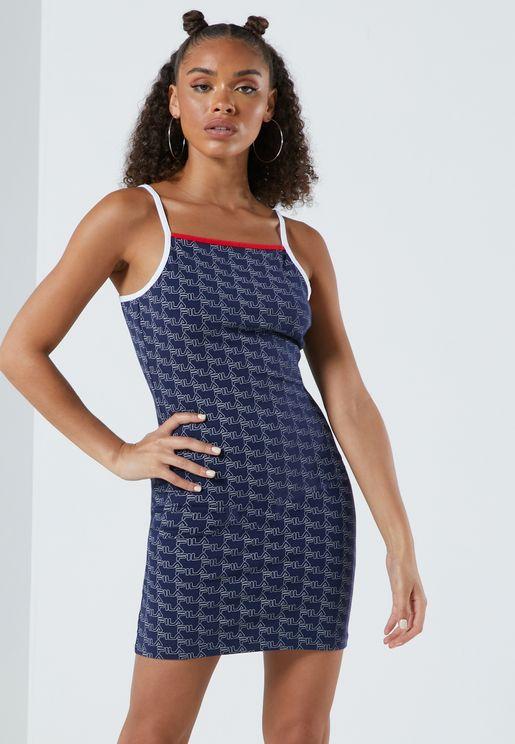 فستان ضيق بياقة مربعة